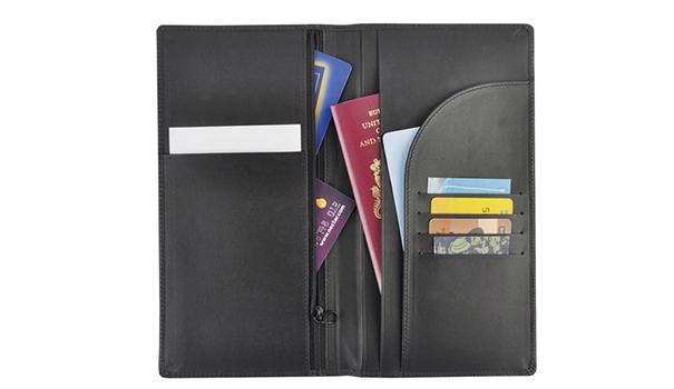travel-wallet-choosing