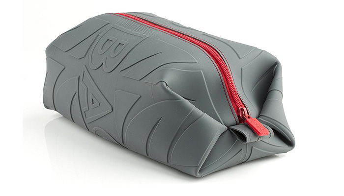48b871e1e9 This is a silicone dopp kit meaning that it is leak resistant both inside  and out. The  D  bag as it is known as can carry full bottles while leaving  you ...